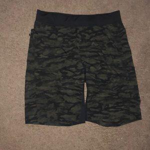 Lulu men shorts never worn